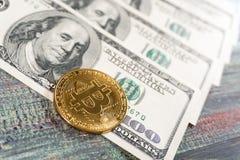 Bitcoin dolara i pieniądze złoty menniczy Nowy wirtualny tło Obrazy Royalty Free