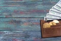 Bitcoin dolara i pieniądze złoty menniczy Nowy wirtualny tło Zdjęcie Royalty Free