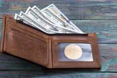 Bitcoin dolara i pieniądze złoty menniczy Nowy wirtualny tło Zdjęcia Stock