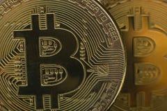 Bitcoin dolara i pieniądze złoty menniczy Nowy wirtualny tło Cryptocurrency Biznes i Handlarski pojęcie Zakończenie Obrazy Royalty Free