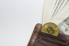 Bitcoin dolara i pieniądze złoty menniczy Nowy wirtualny tło Cryptocurrency Biznes i Handlarski pojęcie Zakończenie Fotografia Stock