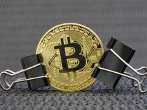 Bitcoin dorato ha premuto fotografie stock