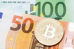 Bitcoin dourado no fundo do euro cem e cinqüênta Imagem de Stock