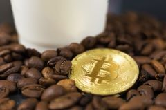 Bitcoin e café foto de stock royalty free