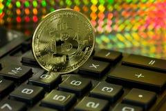 Bitcoin e calcolatore Immagini Stock Libere da Diritti