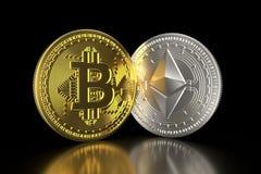 Bitcoin e ethereum monete fisiche isometriche 3D Valuta di Digital Cryptocurrency Monete dorate e d'argento con bitcoin e ethe illustrazione di stock