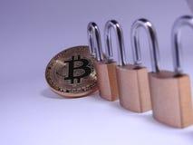 Bitcoin e lockchain Fotografie Stock Libere da Diritti