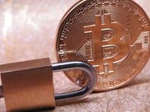 Bitcoin e lucchetto Immagine Stock Libera da Diritti