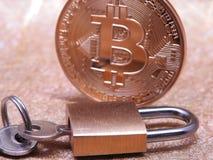 Bitcoin e lucchetto Fotografia Stock Libera da Diritti