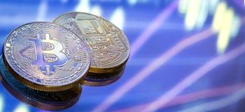 Bitcoin, ein neues Konzept des virtuellen Geldes, der Grafiken und des digitalen Bas Stockbilder