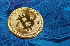Bitcoin em um processador foto de stock