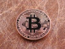 Bitcoin en goldwires royalty-vrije stock foto's