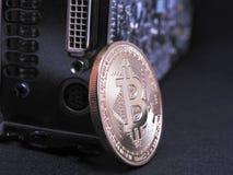 Bitcoin en unidad central de los gráficos o GPU Foto de archivo libre de regalías
