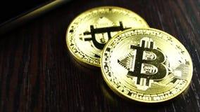Bitcoin es una manera moderna de intercambio y de esta moneda crypto almacen de metraje de vídeo