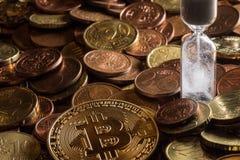 Bitcoin et euro mélange de pièce de monnaie photographie stock