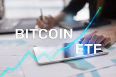 Bitcoin ETF, scambio ha venduto il concetto di cryptocurrencies e del fondo sullo schermo virtuale immagini stock