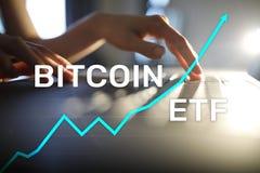Bitcoin ETF, troca trocou o conceito do fundo e dos cryptocurrencies na tela virtual imagem de stock