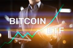 Bitcoin ETF, troca trocou o conceito do fundo e dos cryptocurrencies na tela virtual fotografia de stock