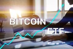 Bitcoin ETF, Uitwisseling verhandeld fonds en cryptocurrenciesconcept op het virtuele scherm stock afbeelding