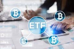 Bitcoin ETF, Uitwisseling verhandeld fonds en cryptocurrenciesconcept op het virtuele scherm stock foto