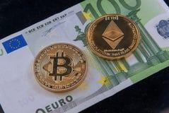 Bitcoin ethereum隐藏货币概念硬币和一百欧元票据 免版税库存照片