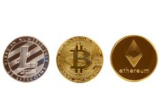 Bitcoin, ethereum i litecoin, ukuwamy nazwę odosobnionego na białym tle Crypto waluta - elektroniczny wirtualny pieniądze dla sie obrazy royalty free