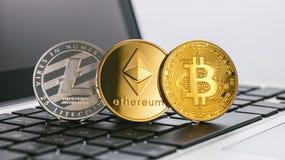 Bitcoin, Ethereum, Litecoin Cyfrowy cryptocurrencys na noteboo zdjęcia stock