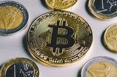 Bitcoin, euro et dollars Photos libres de droits