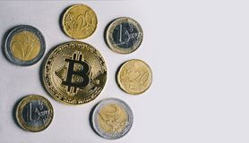Bitcoin, euro et dollars Photo libre de droits