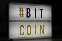 Bitcoin führte helles Zeichen Lizenzfreie Stockfotografie