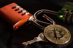 Bitcoin, fechamento de combinação, chave fotografia de stock royalty free