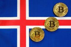Bitcoin Gouden Kleur op de Vlag van IJsland royalty-vrije stock afbeeldingen