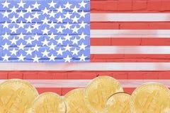 Bitcoin Gouden Kleur op de Vlag van de V.S. royalty-vrije stock fotografie