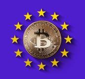 Bitcoin Gouden muntstuk met het symbool van Europa op een ultraviolette achtergrond Stock Afbeelding