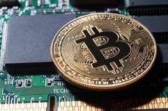 Bitcoin Guld- bräde Bitcoin för elektronisk dator Royaltyfria Bilder