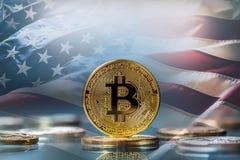 Bitcoin Guld- och silverbitcoins - faktisk cryptocurrency f.m. Fotografering för Bildbyråer