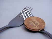 Bitcoin hård-mjuk gaffel Arkivbild