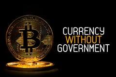 Bitcoin ha isolato sul nero con VALUTA del testo SENZA GOVERNO Immagine Stock Libera da Diritti