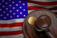 Bitcoin i sędziego młoteczek kłaść na flaga usa Zdjęcie Stock