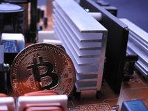 Bitcoin i władzy deski elektroniczni składniki fotografia stock