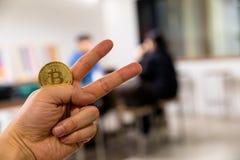 Bitcoin kodade pengar som det faktiska pengarutbytet spekulerar framtid Royaltyfri Bild