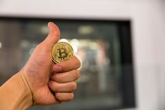 Bitcoin kodade pengar som det faktiska pengarutbytet spekulerar framtid Royaltyfri Fotografi