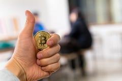Bitcoin kodade pengar som det faktiska pengarutbytet spekulerar framtid Arkivfoto