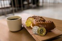 Bitcoin kodade pengar som det faktiska pengarutbytet spekulerar framtid Arkivbild