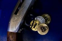 Bitcoin kodade pengar som det faktiska pengarutbytet spekulerar framtid Royaltyfria Foton