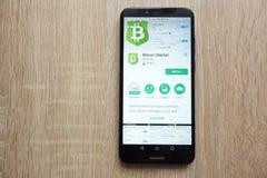 Bitcoin-Kontrolleur App auf der Google Play Store-Website angezeigt auf Smartphone 2018 Huaweis Y6 stockfotografie