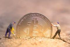 Bitcoin kopalnictwo Wirtualnego cryptocurrency g?rniczy poj?cie pranie brudnych pieni?dzy bitcoin zdjęcia royalty free