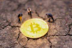 Bitcoin kopalnictwo Wirtualnego cryptocurrency g?rniczy poj?cie pranie brudnych pieni?dzy bitcoin obrazy royalty free