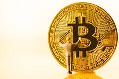Bitcoin kopalnictwo Wirtualnego cryptocurrency g?rniczy poj?cie fotografia stock