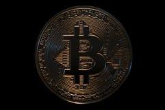 bitcoin Münze, digitale Schlüsselwährung auf schwarzem Hintergrund Stockbilder